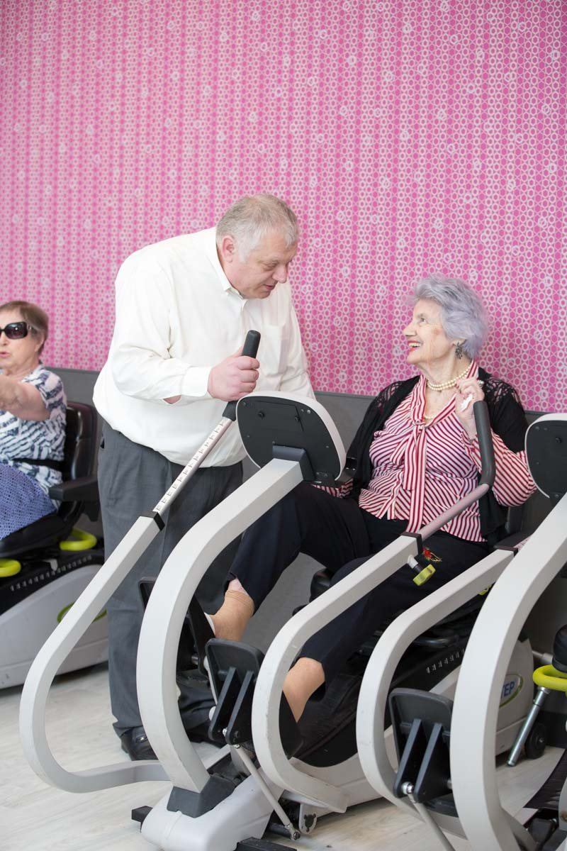 Elderly women getting physical therapy to avoid heart attacks